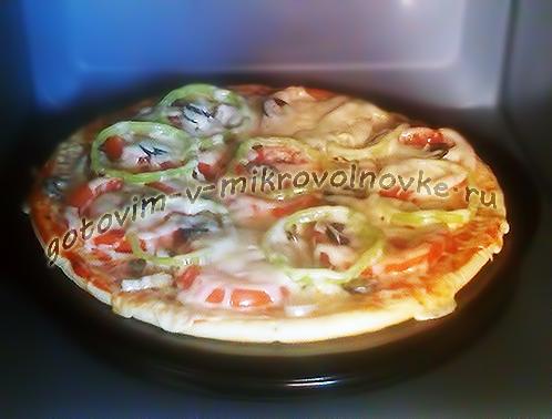 pizza-v-mikrovolnovke-za-5-minut-4