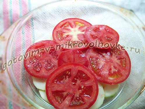 zapekanka-iz-kabachkov-s-kolbasoy-pomidorami-3