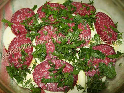 zapekanka-iz-kabachkov-s-kolbasoy-pomidorami-5