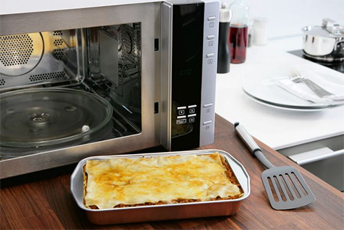 Можно ли использовать фольгу в микроволновке: греть (подогревать), готовить (запекать)?