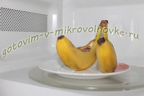 zapechennye-banany-s-shokoladom-v-mikrovolnovke-5