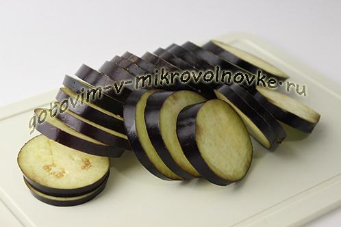 baklazhany-zapechennye-s-syrom-i-pomidorami-v-mikrovolnovke-2