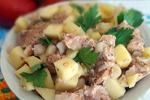 Картофель со свининой в микроволновке