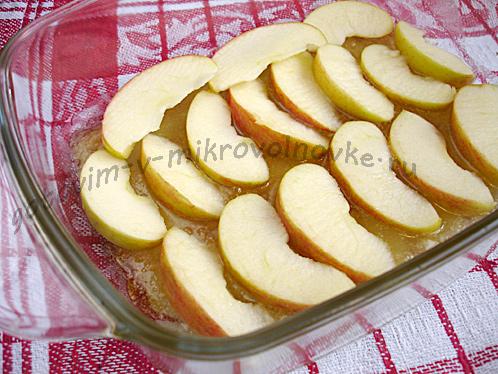 порезать и выложить фрукты