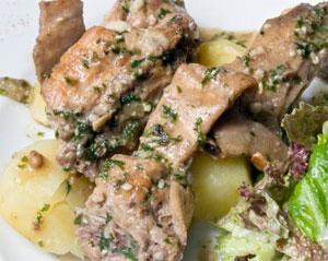 мясо с картошкой под сметаной в микроволновке