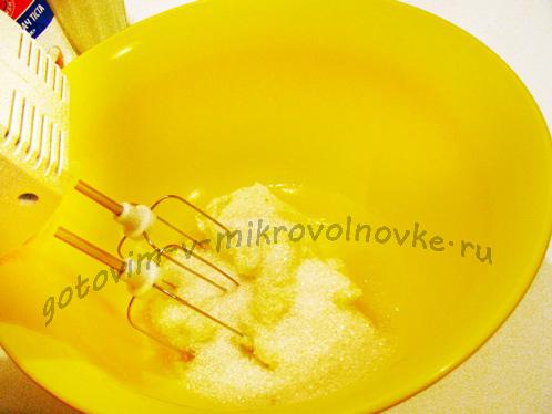взбить сахар с маргарином