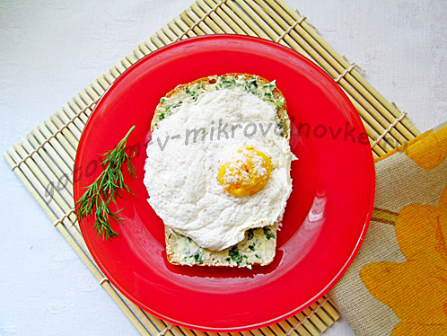 яичница в микроволновке на тостах