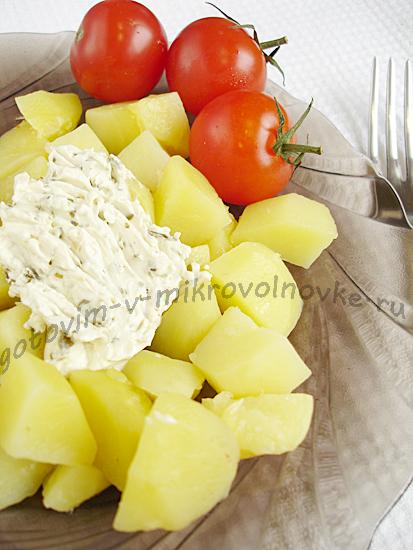 как варить картошку кусочками в микроволновке