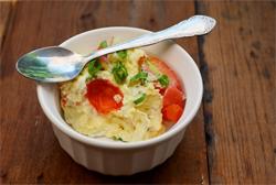 omlet-s-syrom-v-mikrovolnovke