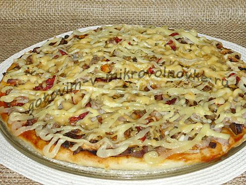 пицца со свининой и лесными грибами в микроволновке готова