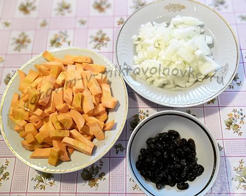 морковь, лук и изюм
