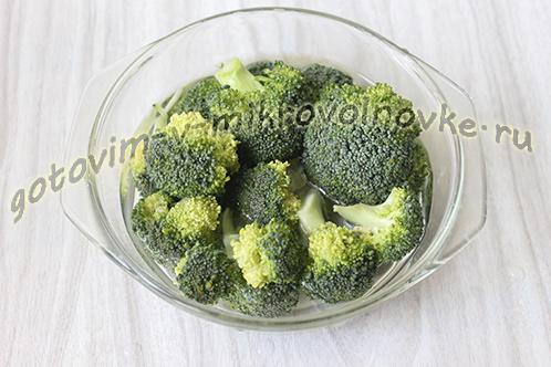 zapekanka-iz-brokkoli-s-syrom-yajcami-1