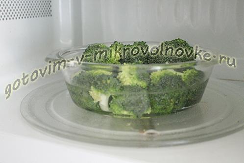 zapekanka-iz-brokkoli-s-syrom-yajcami-2