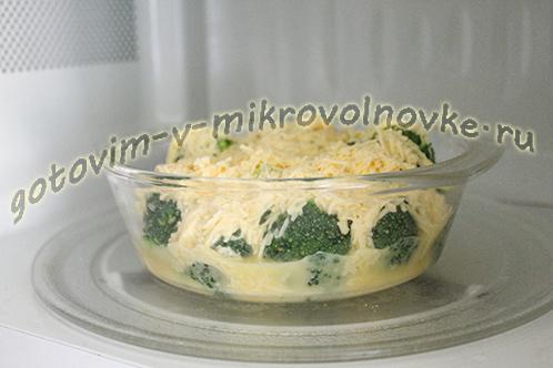 zapekanka-iz-brokkoli-s-syrom-yajcami-8