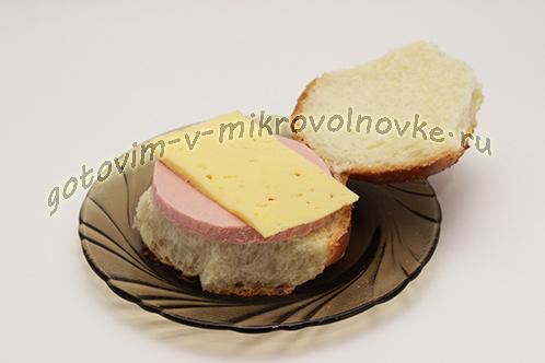 buterbrody-s-syrom-kolbasoj-v-mikrovolnovke-2