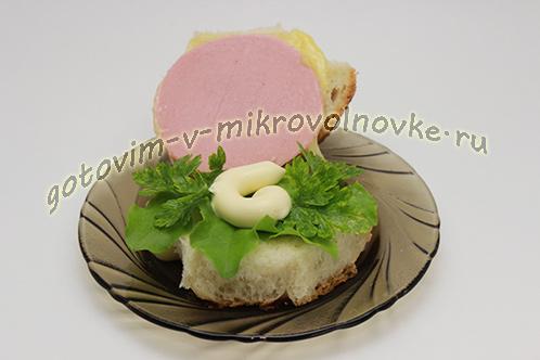 buterbrody-s-syrom-kolbasoj-v-mikrovolnovke-4